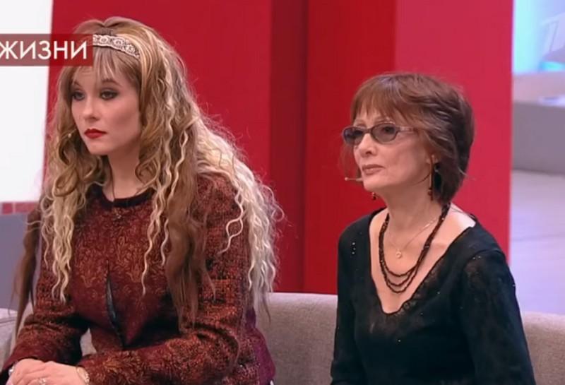 Кира Евдокимова и мама Ольга Зарубина (кадр из шоу «Пусть говорят»)